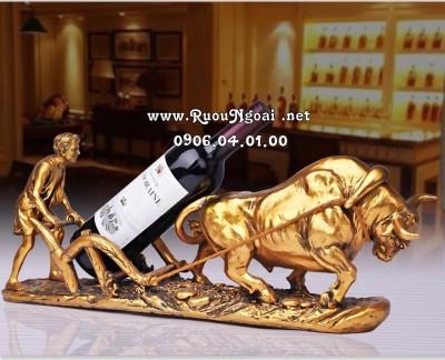Kệ Trâu Vàng Kéo Rượu Vang